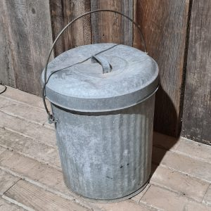 garbage with lid